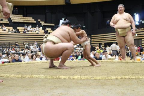 第7号:みんなで お相撲 よいしょ がんばったよ!年長男児 関取と相撲をとってきました。