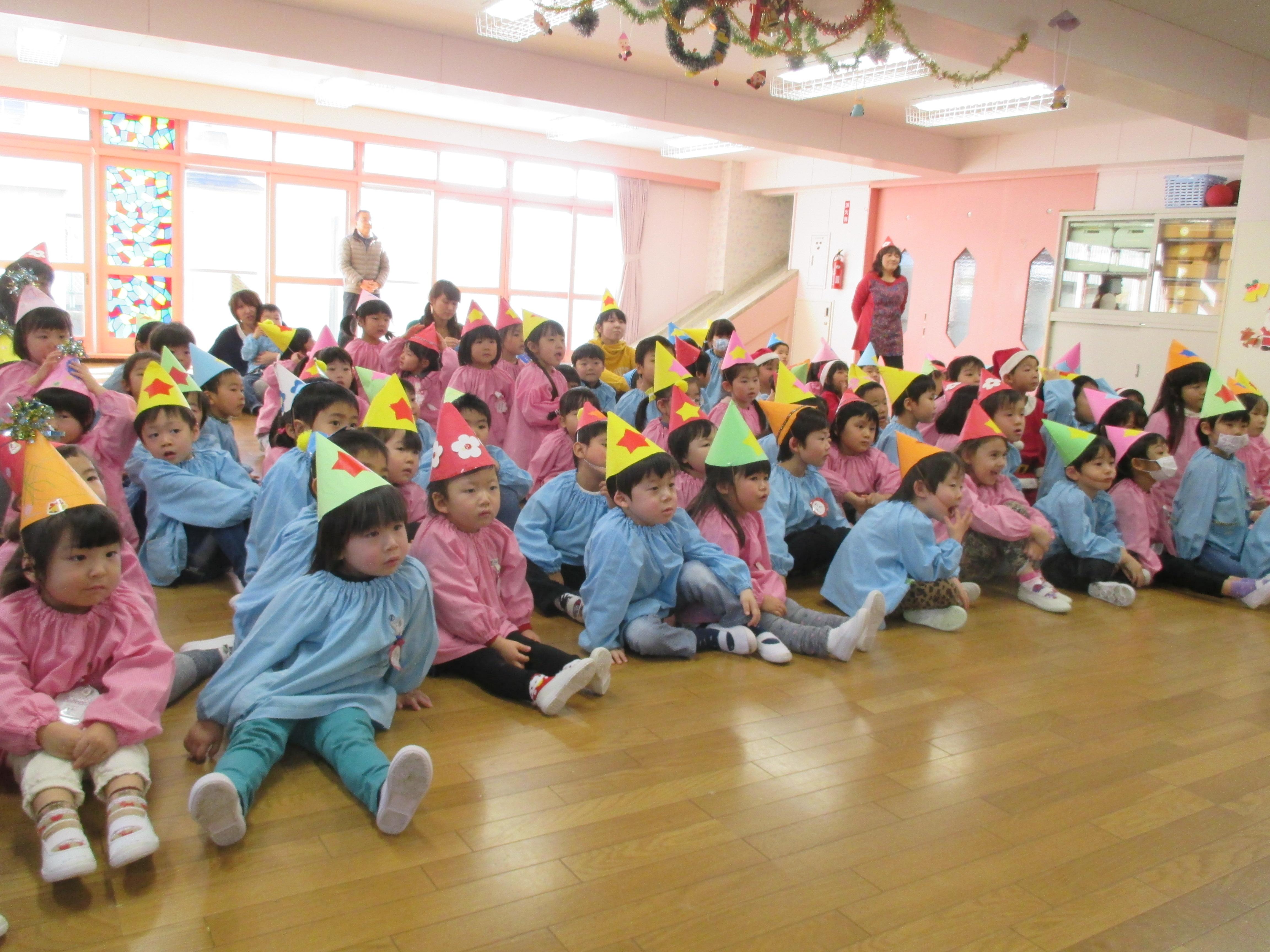 短大付属幼稚園にサンタさんがやってきた!